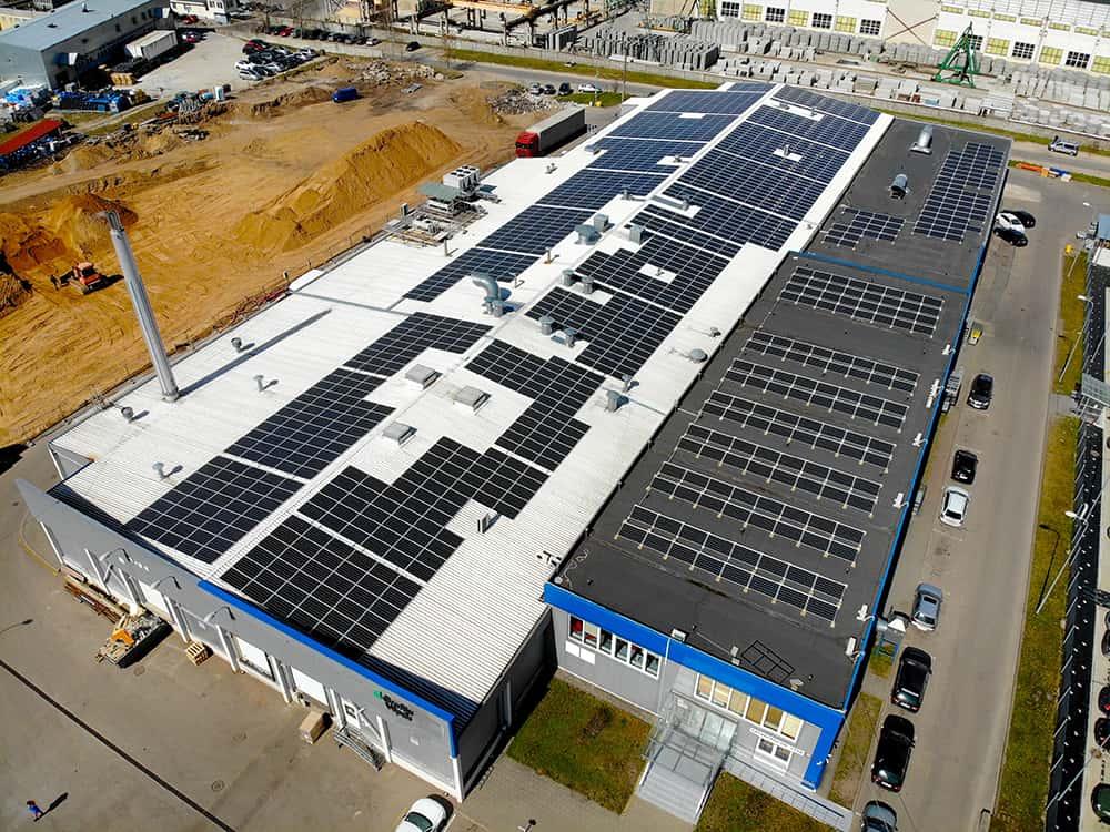 UAB Vilniaus pakuotė saulės elektrinės ant stogo