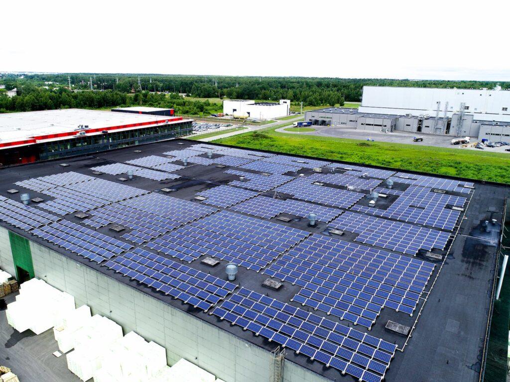 UAB FinnFoam saulės elektrinės ant stogo