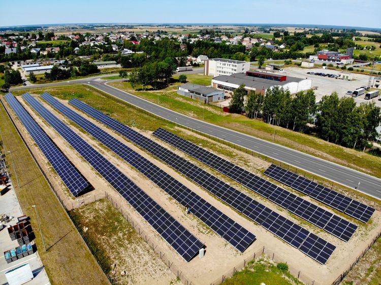 Eternia solar saulės elektrinės drono nuotrauka
