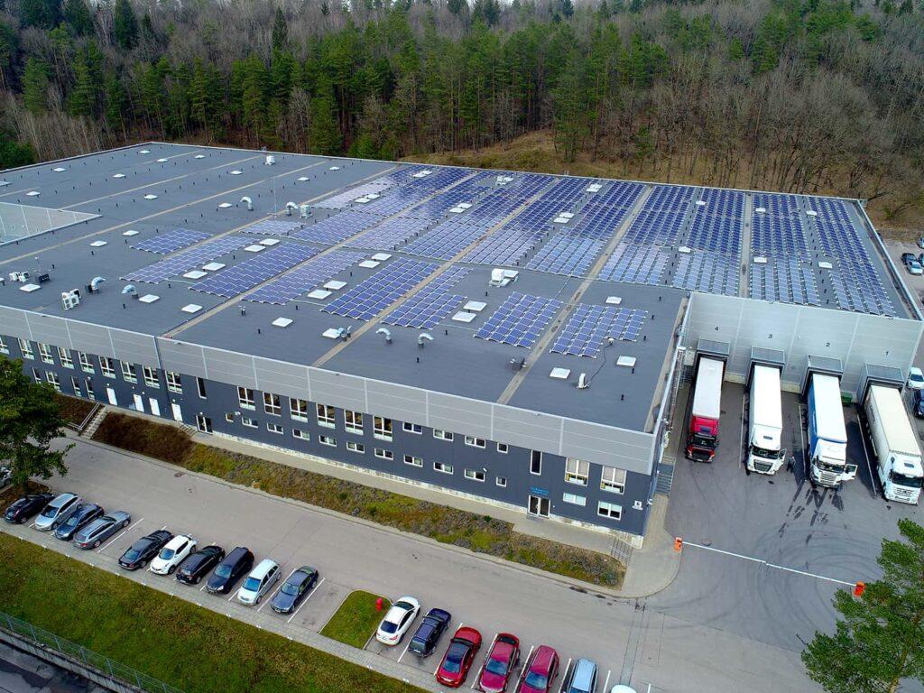 Suntech saulės modulių elektrinės ant Humana LT stogo