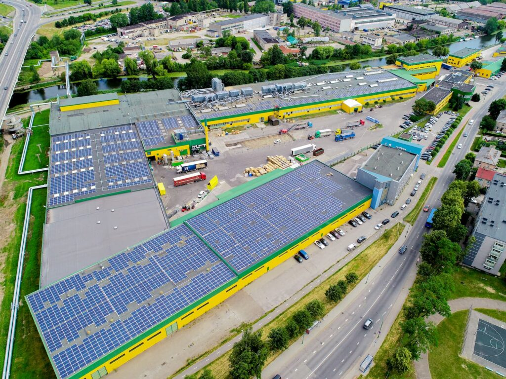 Saulės elektrinės ant AB Klaipėdos baldų stogo