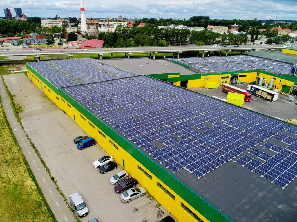 1000kW saulės elektrinės ant Klaipėdos baldų stogo