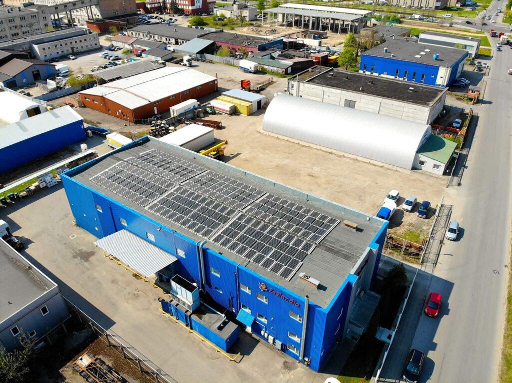 Eternia solar saulės elektrinės nuotrauka iš drono