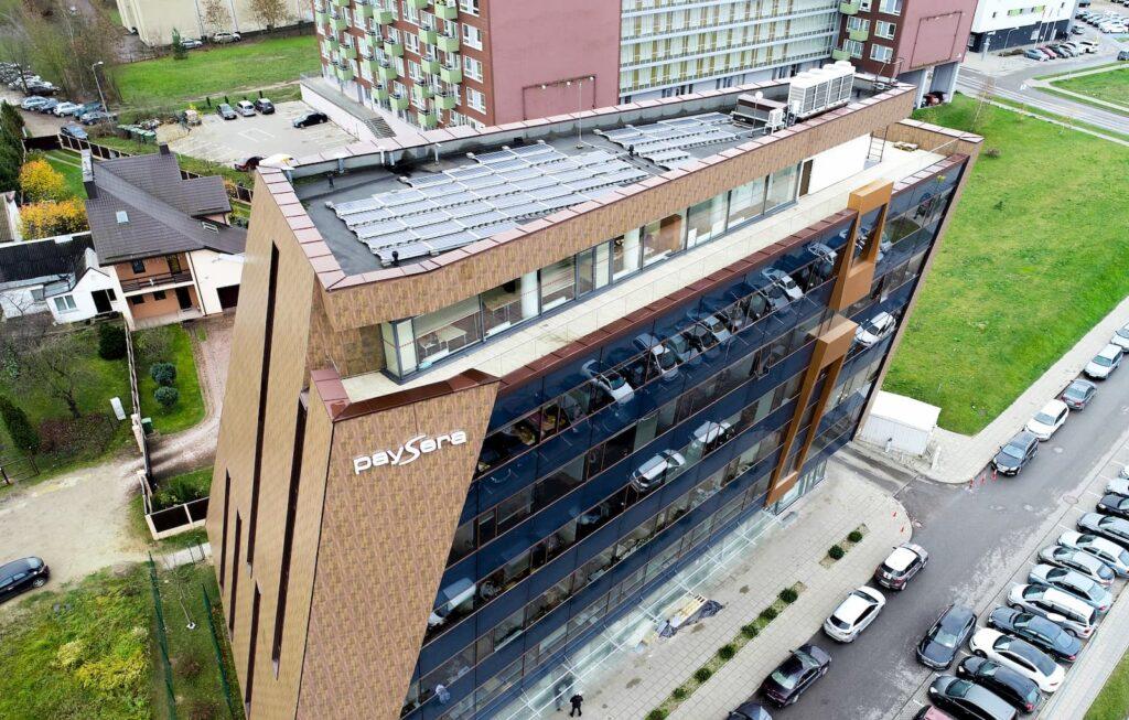 14 kW galingumo saulės moduliai ant pastato